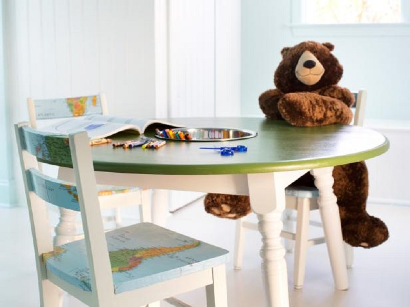 A kids' activity table