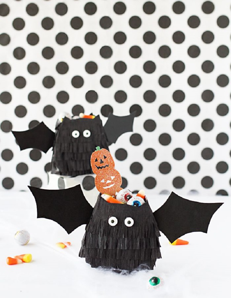 Diy bat treat bags Striking DIY Halloween Trick-Or-Treat Bags As Your Crafting With Kids Projects