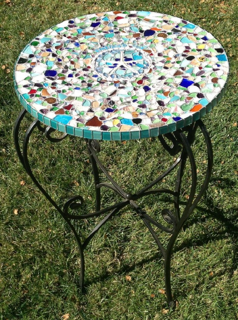 Diy mosaic and metal outdoor table DIY Delightful Mosaic Decorations To Spruce Up Your Garden Look