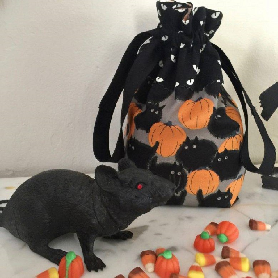 Easy fabric drawstring bag Striking DIY Halloween Trick-Or-Treat Bags As Your Crafting With Kids Projects