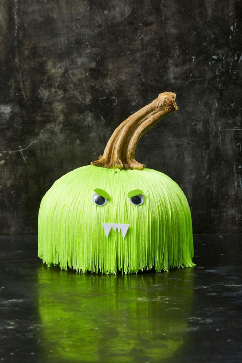 Fringe pumpkin face Festive DIY No-Carve Pumpkins Ideas That Are Easy To Copy For This Halloween