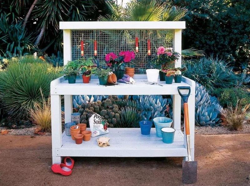 Modern potting bench