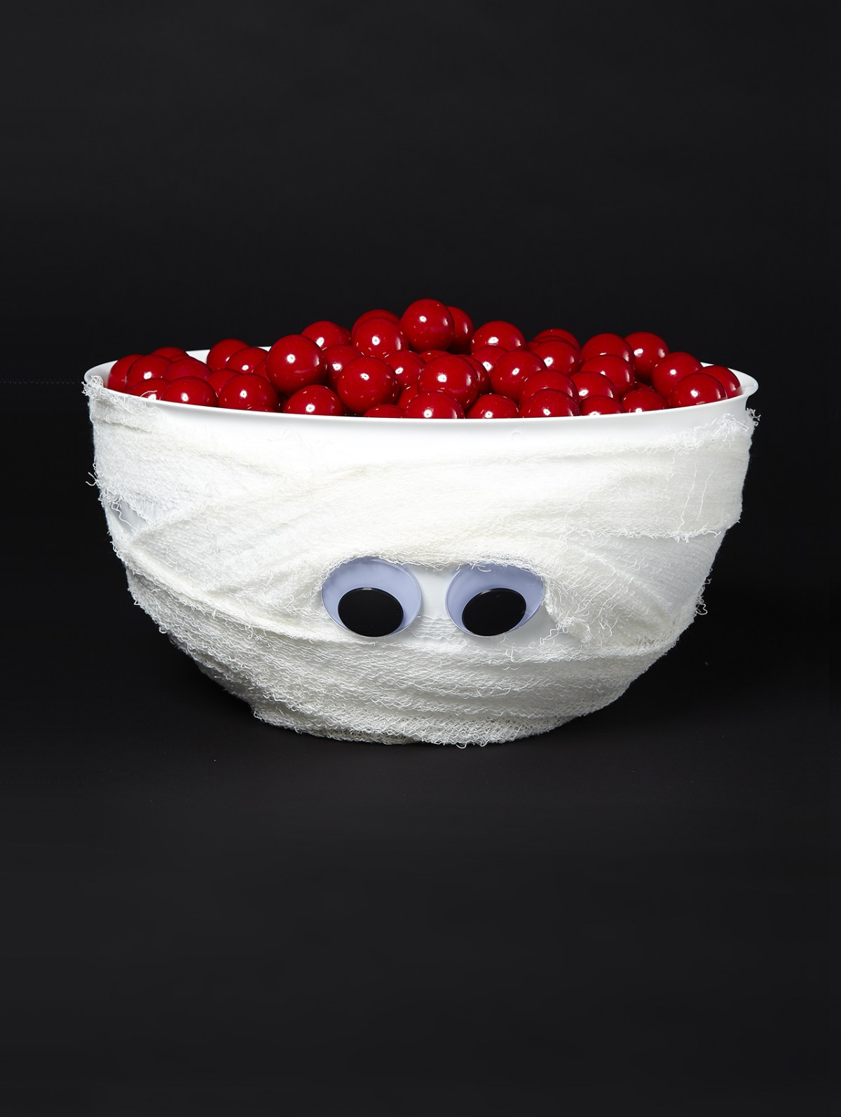 Mummy candy bowls DIY Halloween Candy Bowls You Can Serve For Halloween Treats