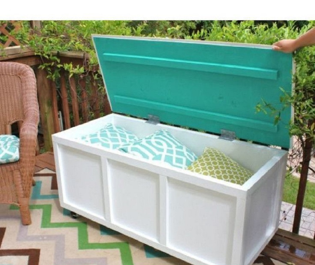 Outdoor storage box and bench - copy Keep At Reach DIY Outdoor Storage Ideas For Everything You Want To Store