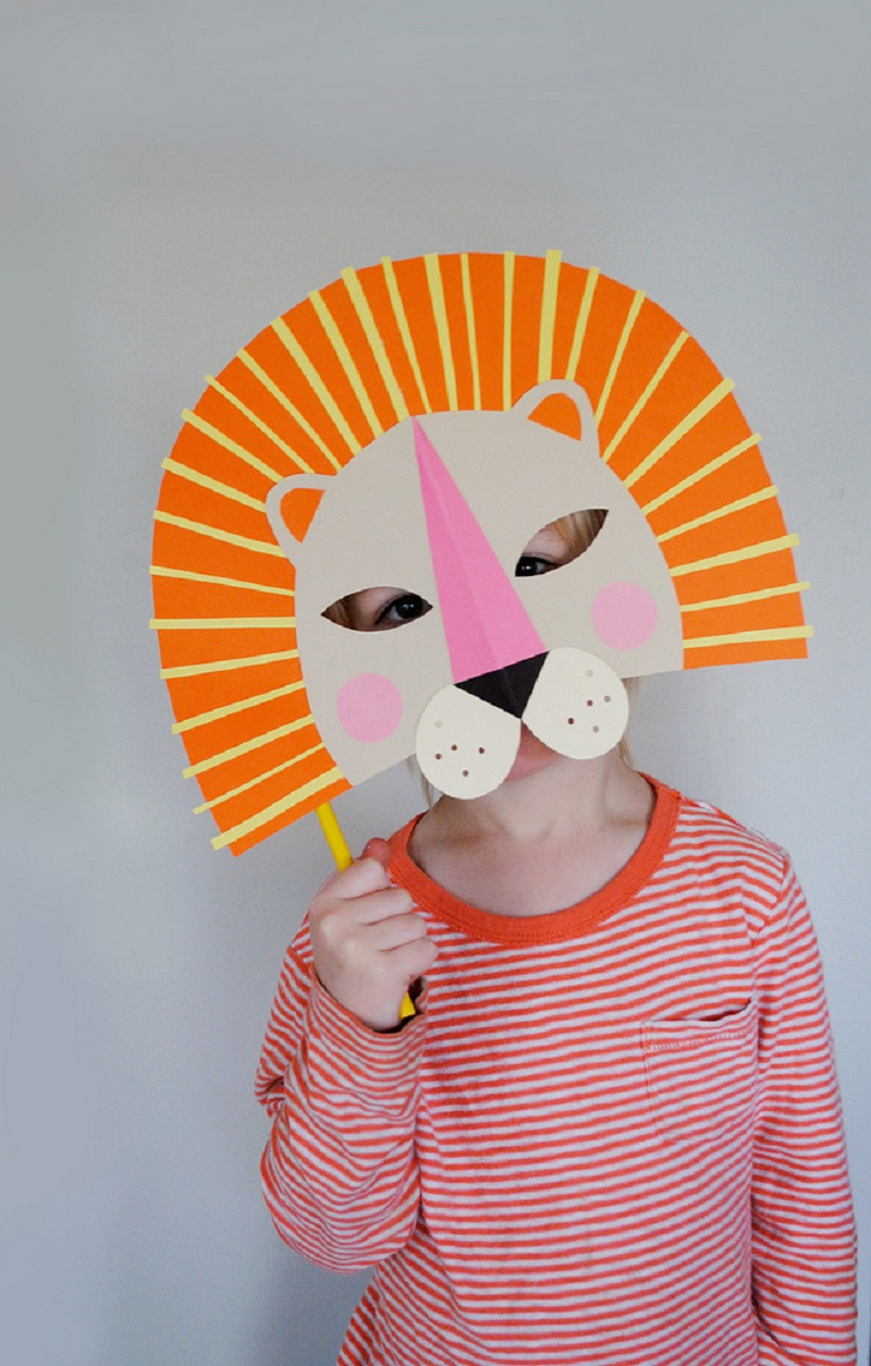 Paper lion mask DIY Priceless Halloween Masks Ideas For Your Kids To Boost The Party Spirit