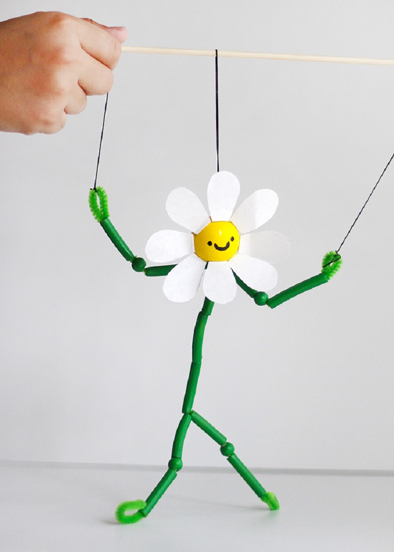 Pasta and paper daisy puppet DIY Inspire Flower Crafts Ideas Your Kids Can Create With Or Without You