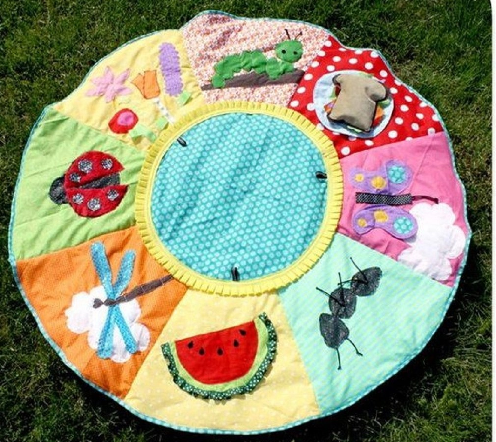 Picnic play mat Thoughtful DIY Baby Shower Gift Ideas You Can Do That Any Mother Would Love