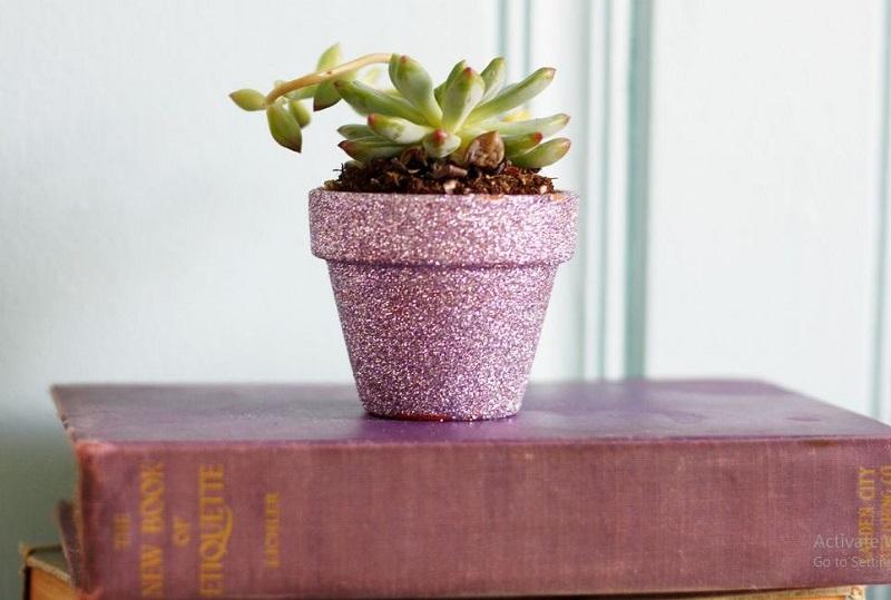 Pretty pot with glitter