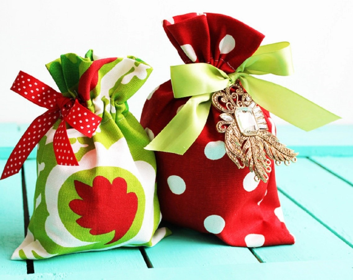 Sew these reusable drawstring fabric gift bags Superlative DIY Gift Bag Ideas You Can Create For Every Occasion