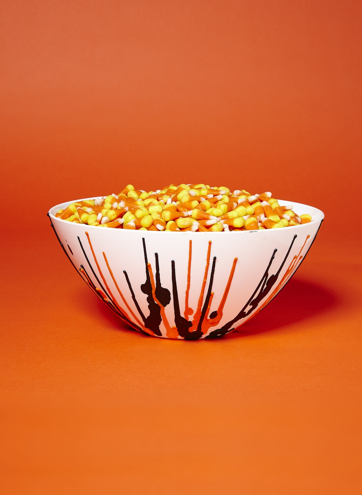Splatter bowl DIY Halloween Candy Bowls You Can Serve For Halloween Treats
