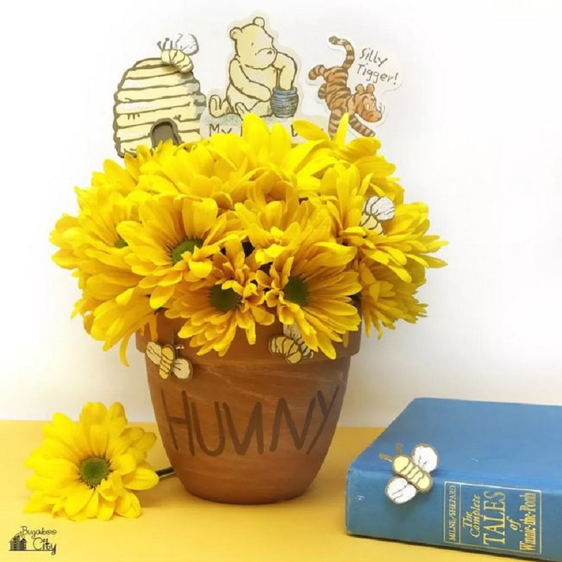 Winnie the pooh and flower