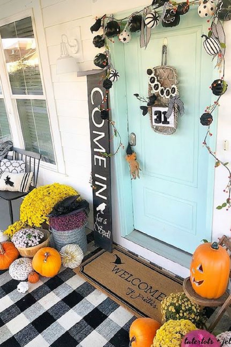 Fun front decor in farmhouse feel
