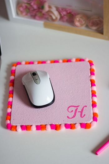 Pom-pom mouse pad DIY Never Boring Mouse Pad Ideas With Simple Materials