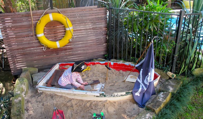 Rowing boat sandpit ideas DIY Garden Ideas To Serve A Playhouse For Your Family Member