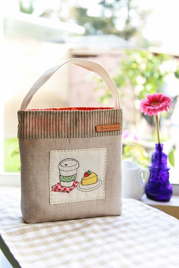 Snack pouch with a cute food applique School Edition Ideas Of DIY Lunch Bag That Perfectly Adorable