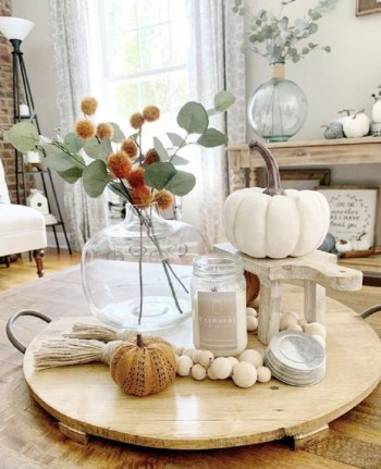 Simple and chic fall arrangement