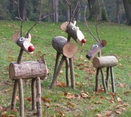 Christmas reindeer logs Homemade Outdoor Decoration Ideas To Complete Your Christmas Celebration