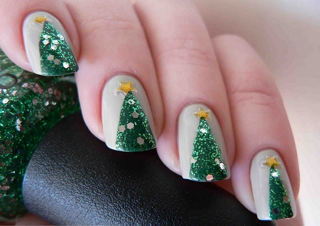 Christmas trees nail arts DIY Marvellous Christmas Nail Art Ideas To Let Your Nails Shining All Day