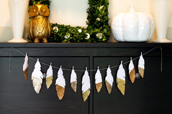 Diy glitter feather garland DIY Amusing Garland Ideas For Brightening Any Space In Your Home