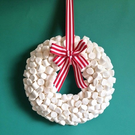 Diy marshmallow wreath tutorial Conspicuous DIY Christmas Wreaths To Offer You A Captivating Decoration