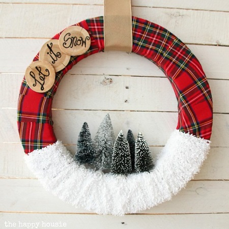 Let snow wreath Conspicuous DIY Christmas Wreaths To Offer You A Captivating Decoration