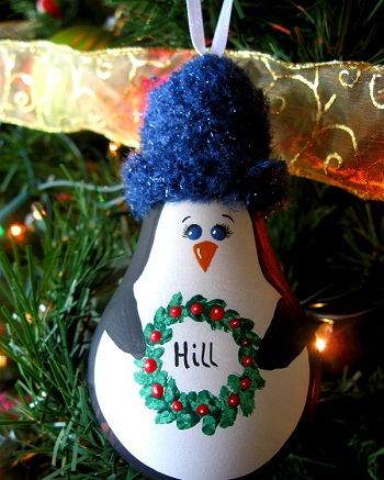 Penguin light bulb christmas DIY Ideas From Recycled Materials To Create Amazing Christmas Decoration