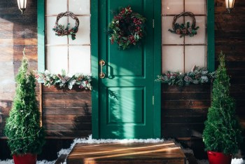 Simple wreath for windows