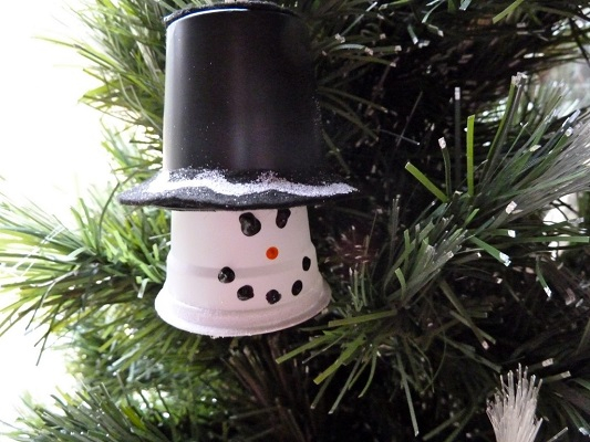 Upcycled plastic cup snowman ornament DIY Ideas From Recycled Materials To Create Amazing Christmas Decoration