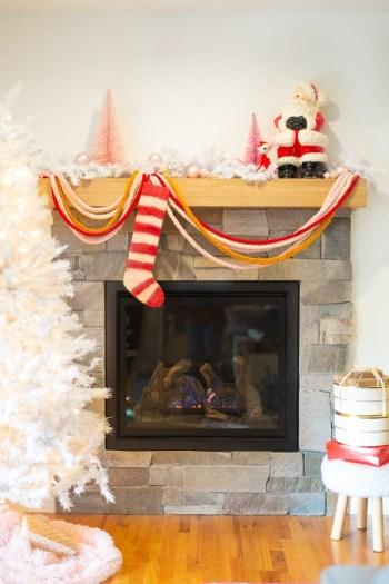 Diy finger-knitted holiday garland