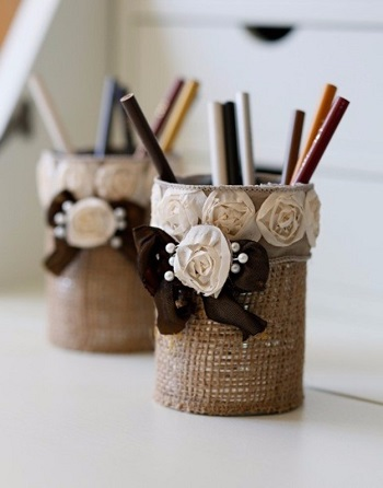 Burlap pencil holder Blazing DIY Projects To Renew Your Home Office Look