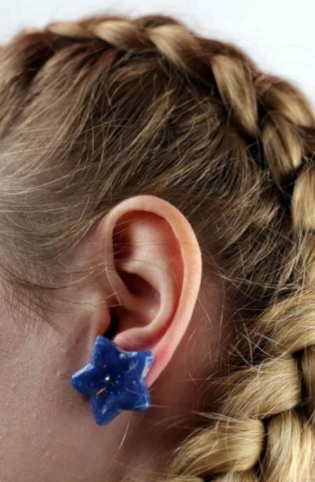 Diy simple earrings from hot glue