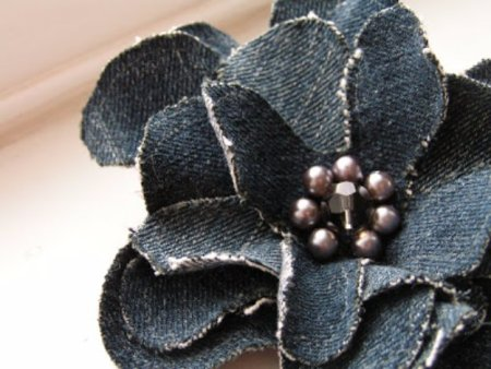 Flower corsage from old denims