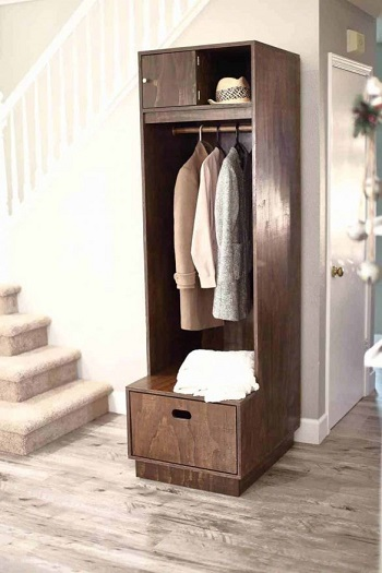 Mudroom with one locker and storage for small space DIY Inevitable Mudroom Ideas To Have An Instant Spare Room