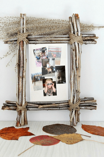 Diy rustic home photo frame DIY Unconventional Ideas To Display Your Family Photos