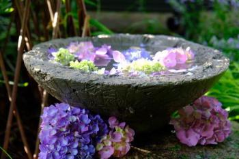Diy textured bowl bird bath