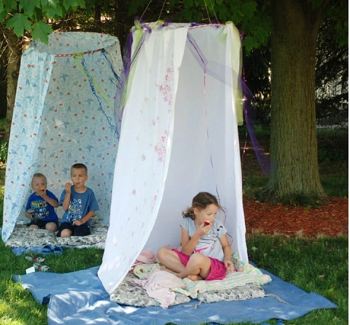 Diy summer old bed sheets tents Amazing Ways To Repurpose Your Old Bed Sheets