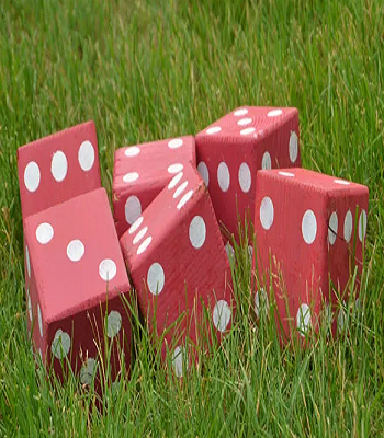 Diy dice DIY Oversized Yard Games To Enjoy The Spare Time