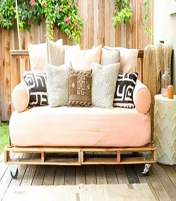 Modern pallet daybed DIY Outdoor Bed Projects You Can Do For Relaxing Time