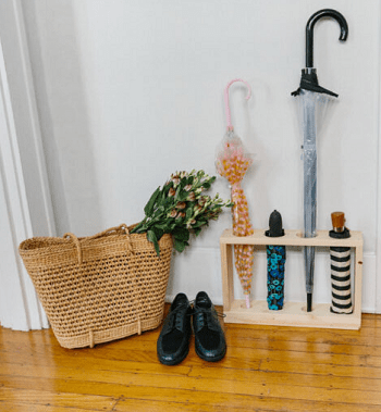 Sectioned-off umbrella stand DIY Aesthetic Umbrella Stand Ideas To Create Yourself For Hallway