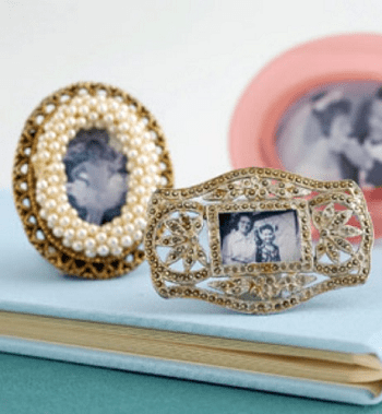 Small diy jeweled frames Shattering Creative Ideas To Repurpose Vintage Jewelry