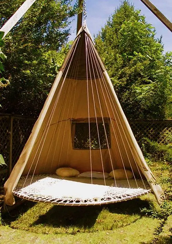 Trampoline daybed DIY Outdoor Bed Projects You Can Do For Relaxing Time