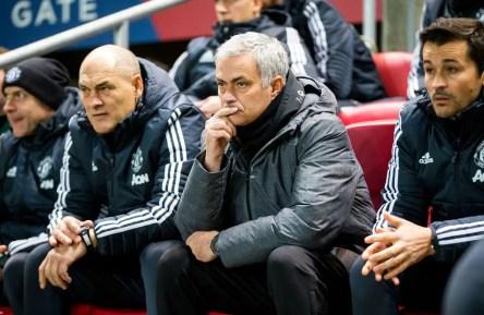 José Mourinho et son staff après l'élimination des siens en Carabao Cup face à Bristol City.