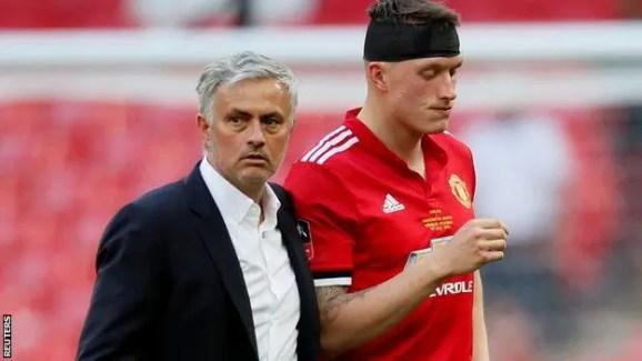 José Mourinho et Phil Jones K.O après cette rencontre. (source : Reuters)