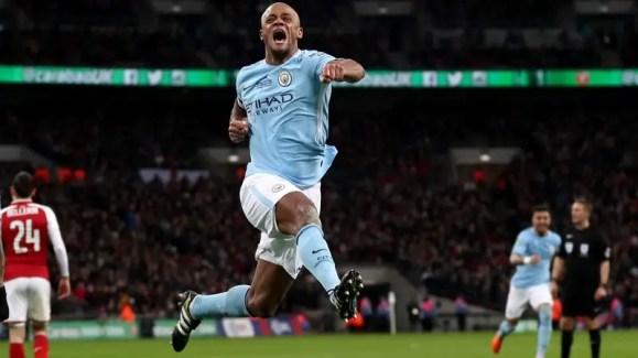 Vincent Kompany saute de joie après son but face à Arsenal en finale de Carabao Cup en février dernier.