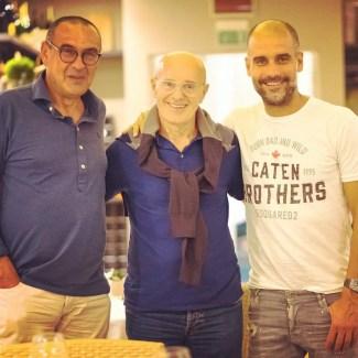 Maurizio Sarri, Arrigo Sacchi et Pep Guardiola après un repas dans un restaurant italien