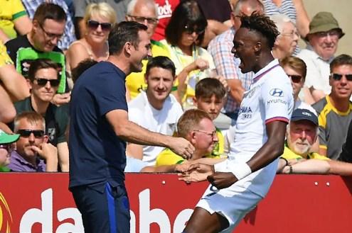 """""""J'ai parlé à Tammy avant le match et je lui ai dit que je sentais qu'aujourd'hui serait le jour"""". Frank Lampard, au micro de Sky Sports, après le doublé d'Abraham face à Norwich. (Photo : Getty Images)"""