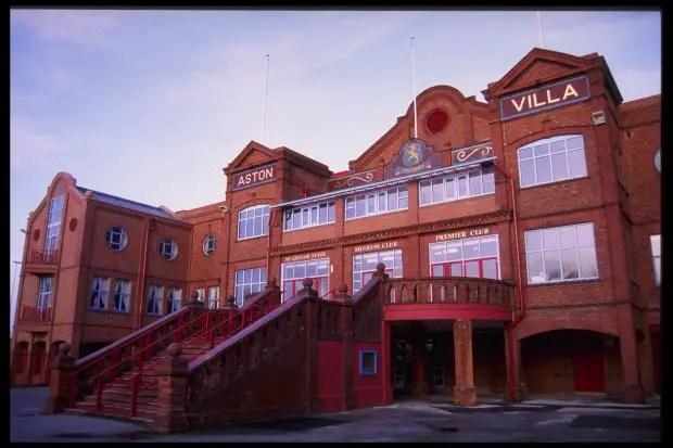 La regrettée et disparue Trinity Road Stand de Villa Park