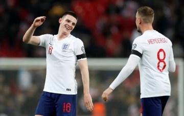 L'un joue le maintien en Premier League, l'autre joue le titre. En juin, Declan Rice et Jordan Henderson seront alignés à l'Euro. (Crédits : Westham.vitalfootball)