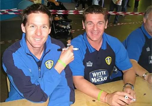 Un mois et puis s'en va, le mandat de John Carver (à droite) en tant que coach de Leeds n'aura duré que quelques semaines © Tinomeets.tk