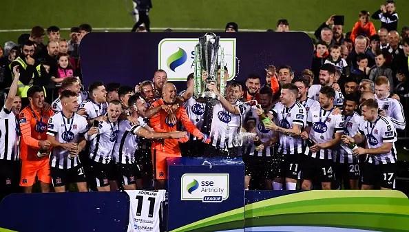 Le Dundalk FC célèbre le 13ème titre de leur histoire (Photo By David Fitzgerald/Sportsfile via Getty Images)
